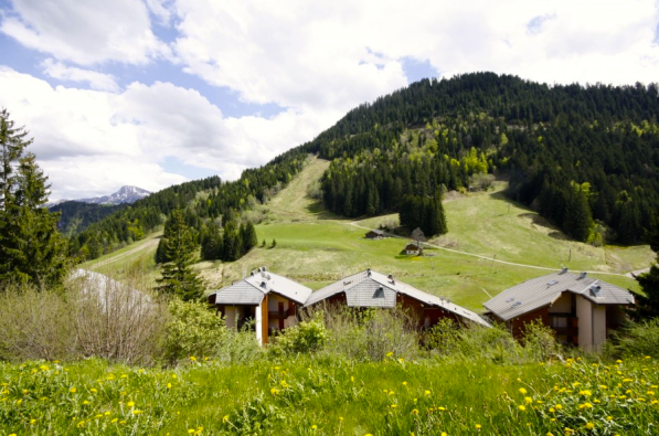 €99,000 - Col du Corbier, 25 mins from skiing in Morzine and Abondance