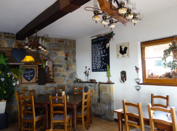 Dining area with wooden beams. It can host 32 covers inside