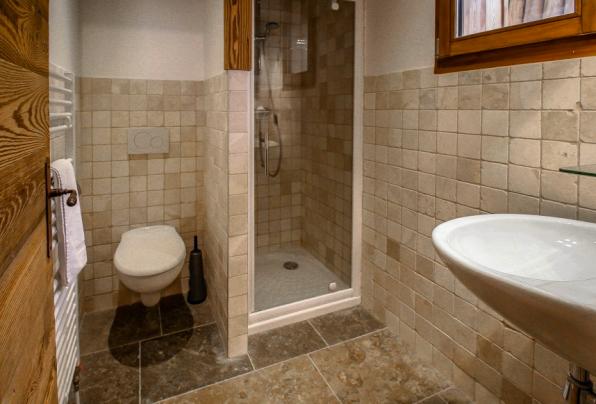 4 bedroom chalet. En-suite bathroom