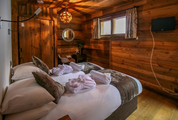 Bedroom in 4 bedroom chalet, Morzine